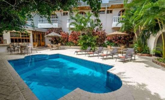 Hotel Buena Vista Alajuela poolside