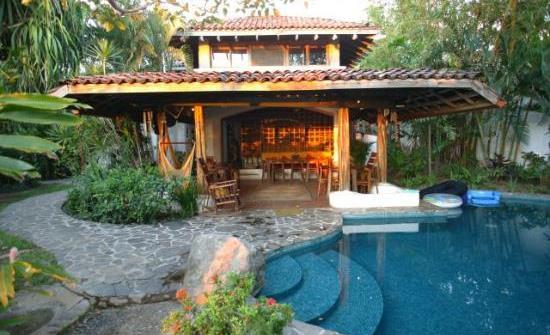 Suenos del Mar veranda and pool
