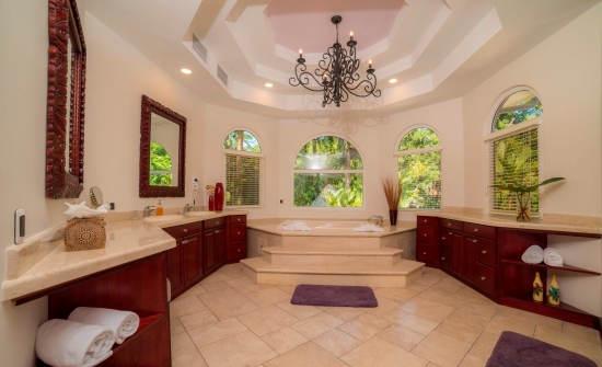 Casa Harmon bathroom