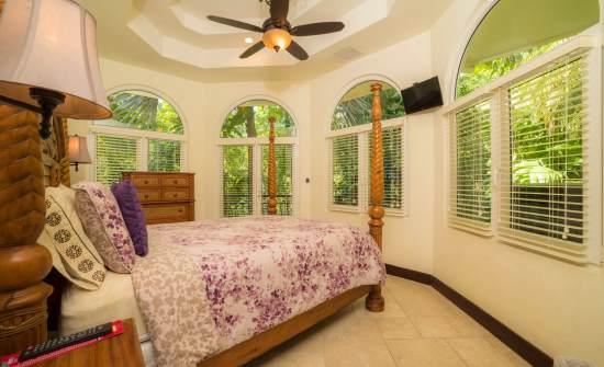 Casa Harmon guest room