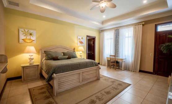 Casa Suenos bedroom
