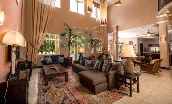 Casa Suenos living room