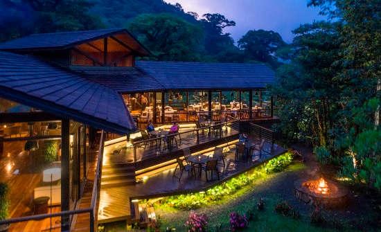 El Silencio Lodge villa lobby